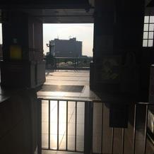 深谷駅改札正面に見える建物がホテル