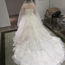 当日着るドレスの後ろ姿です。