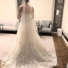刺繍がステキなウェディングドレス