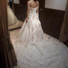 後ろが綺麗なドレスでした