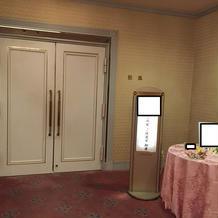 披露宴会場のドア