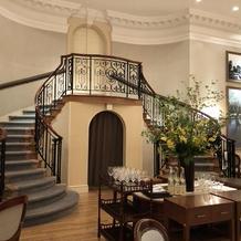 会場内のロマンティックな階段