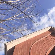 木のチャペルと空が綺麗で大好きです
