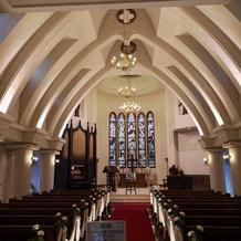 高さもあるので、荘厳な感じの礼拝堂です。