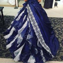 青のドレス