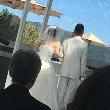 新郎新婦の前には噴水が上がりました
