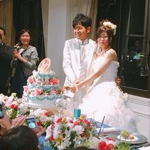 ウェディングケーキもすごく素敵でした。