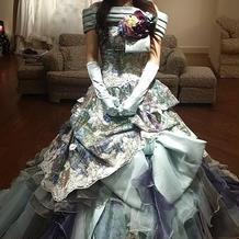 神田うのさんデザインのドレスです。