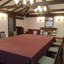 披露宴会場 小さめの部屋です
