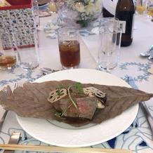 朴葉で包んであるメインのお肉でした。