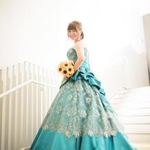 カラードレスはエメラルドグリーンで☆