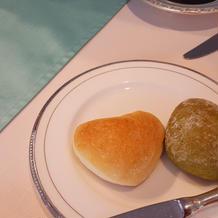 ハートの二種類のパンです。
