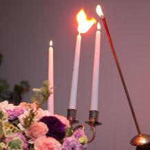 フィナーレは燭台に祈りを込めて点灯
