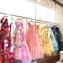 式場にないドレスは取り寄せもできるみたい