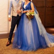 お色直しはブルーのオーバードレス