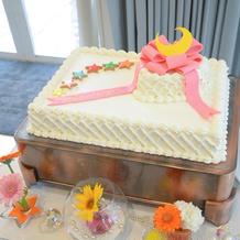 希望通りのウェディングケーキです。