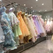 カラードレスの一例