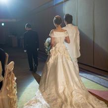 ウエディングドレスのバックスタイル