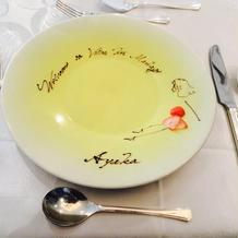 料理がくる前にネーム皿のサプライズ!!
